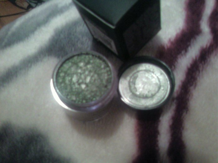 Mac Pigment New GILDED GREEN   sample sz