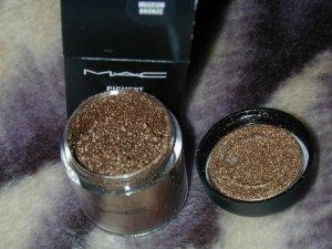 mac pigment  Museum Bronze  limited ed  sample