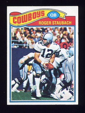 1977 Topps Football #045 Roger Staubach - Dallas Cowboys NM-M