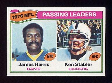 1977 Topps Football #001 Ken Stabler / James Harris League Leaders