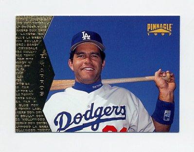 1997 Pinnacle Baseball #116 Eric Karros - Los Angeles Dodgers