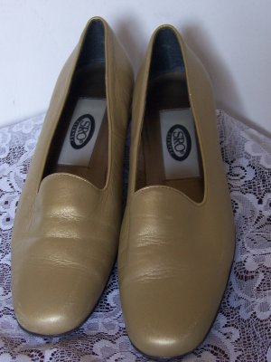 SRO Comfy Leather Gold Flats Slip ons Womens Size 6