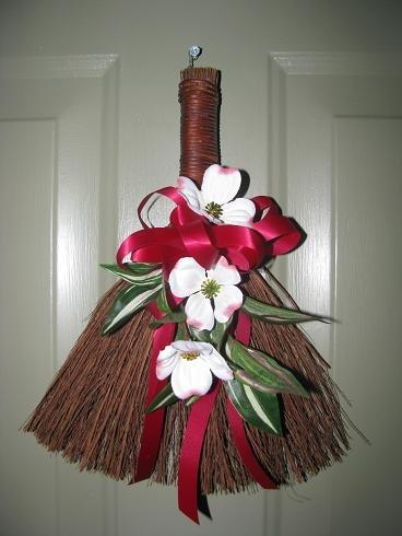 Doogwood Mini Broom
