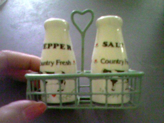 VINTAGE COW SALT AND PEPPER SHAKER