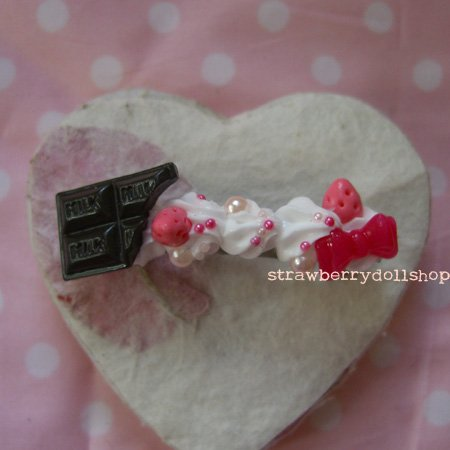 Cream barrette [dark choc, pink berries]