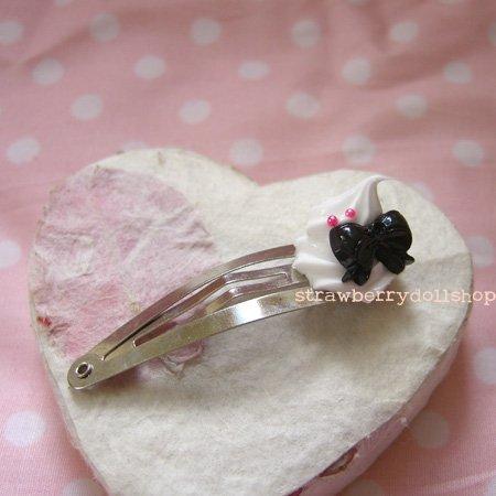 Cream dollop hair clip [black ribbon A]