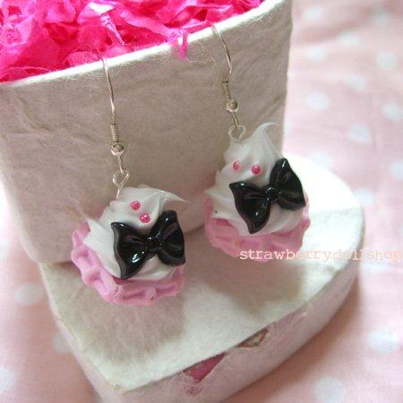 Cream waffle earrings [pink waffle, black ribbon A]