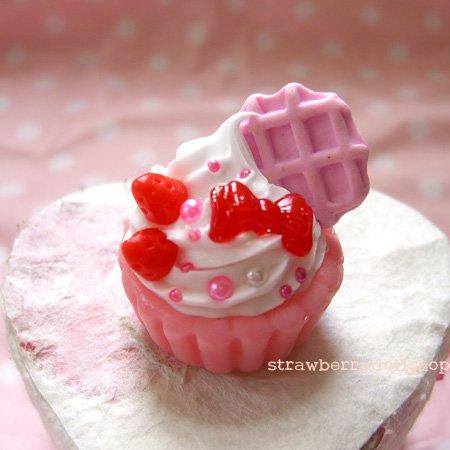 Cake ring [pink base, pink waffle, red berries]