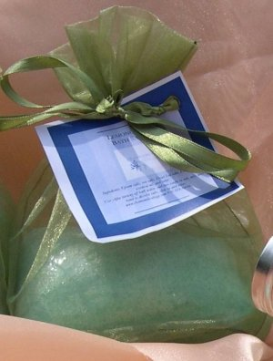 16oz Lemongrass Bella Bath Salts in Organza Bag