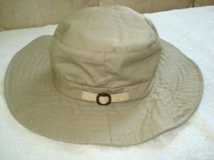 Free Shipping NWOT Essential Khaki Safari Hat w/ Buckle Accent