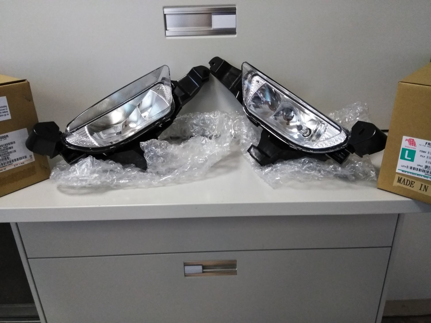 Left Driver + Right Passenger Fog Lights for 2005 2006 2007 Ford Five Hundred