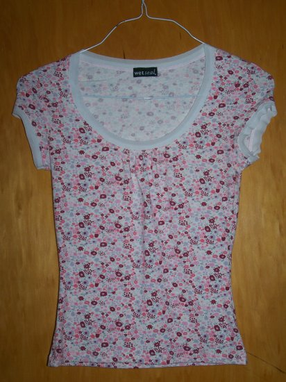 Flowered Print WETSEAL Brand T-Shirt - SMALL -