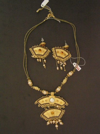 Swarovski Crystal necklace and earring set-nwt