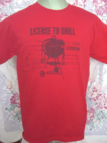 Funny LICENSE TO GRILL Red Size MEDIUM T-Shirt BBQ Barbeque