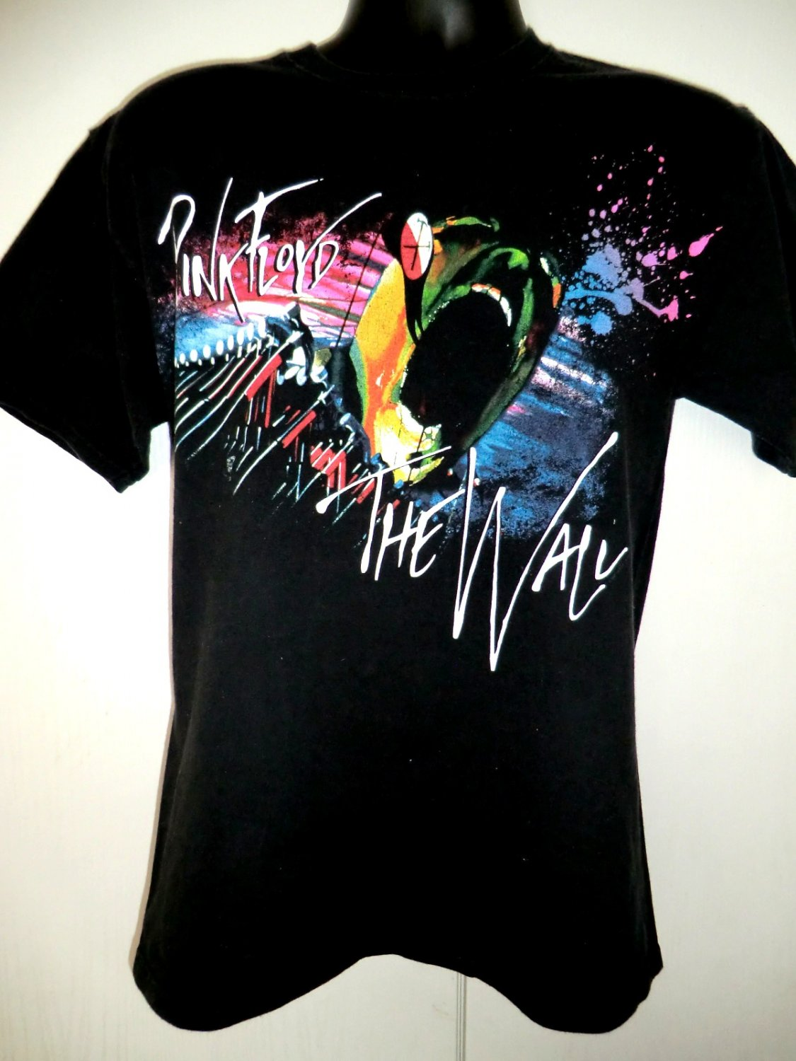 pink floyd the wall t shirt size medium. Black Bedroom Furniture Sets. Home Design Ideas