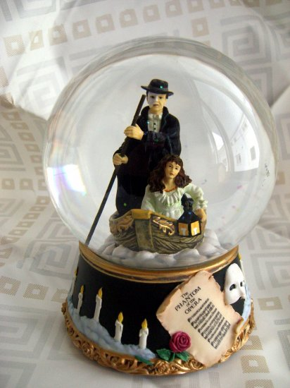 SOLD!  Rare Vintage 1986 Phantom of the Opera Snowglobe Snow Globe San Francisco Music