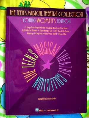 Teen's Musical Theatre Collection  Young Women's Edition Broadway Songbook High School Vocal