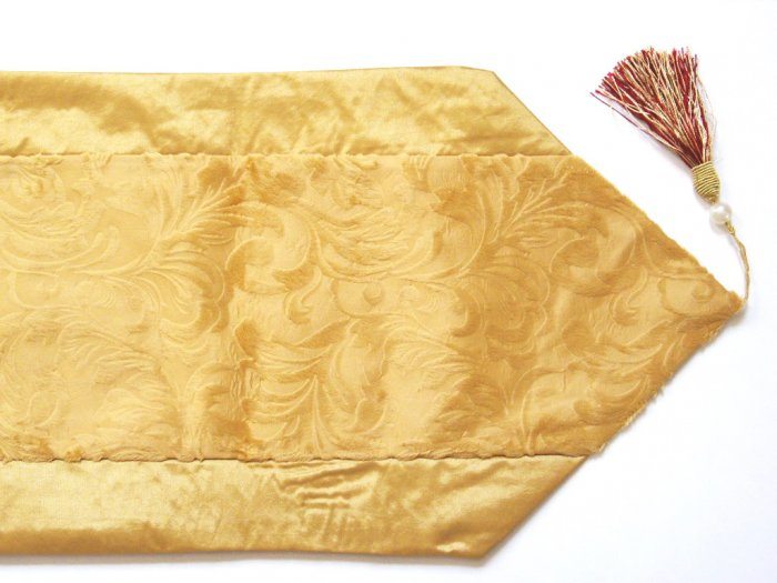 Velvet-Like Floral Leaves Table Runner Gold