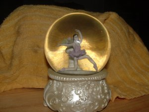 Ballerina Snowglobe
