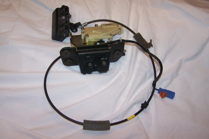 Acura MDX tail gate lock assy with handle