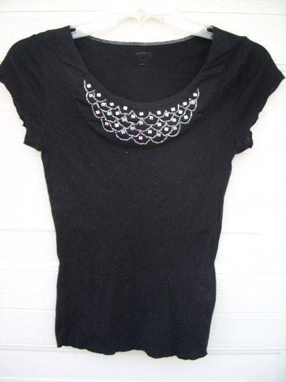 Black Rib Tee W/Embellishment Necklace SIZE MEDIUM