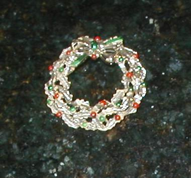 Vintage Multi Colored pin brooch CHRISTMAS WREATH