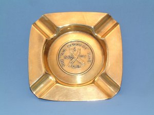 "VINTAGE BRASS THE ""TAIL-WAGGERS"" CLUB ASHTRAY 1930s."