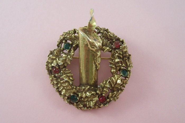 Vintage Jeanne Rhinestone  Brooch Christmas Wreath  Green Red Accents