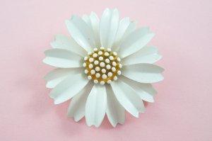 Vintage Trifari White Enamel Daisy Brooch Large Three Dimensional Flower