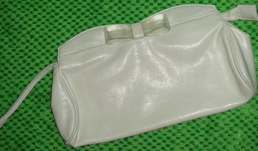 Cute white mini purse with zipper and magnet closure
