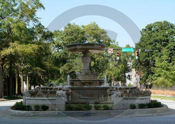 Kennan Fountain - 3060 - 11x17 Framed Photo