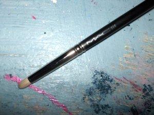 MAC #219 Smudge Brush