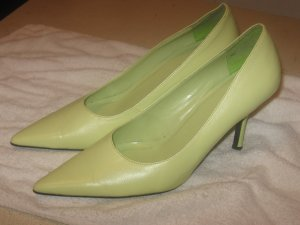LIKE NEW GREEN PUMPS!