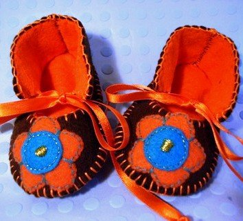 Chocolate & Orange Booties with Flowers 0-3 mths (RM 80)