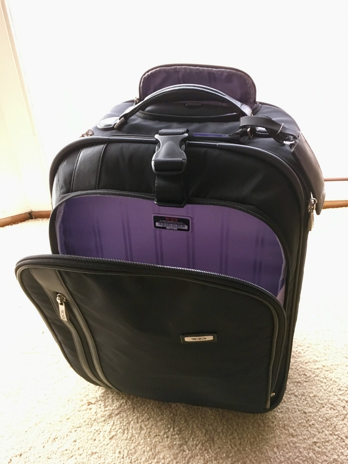 Tumi Vista Lightweight Wheeled Case 4820d Carry On