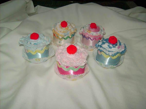 Burp Cloth Cupcakes - Baby Girl