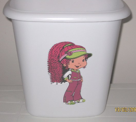 Strawberry Shortcake Trash Can