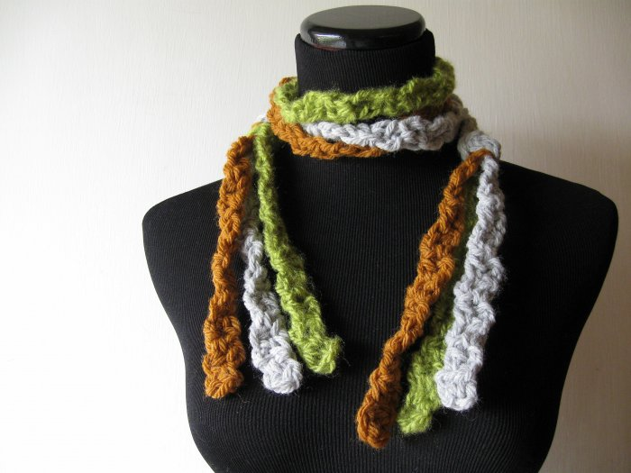 the twisted colors midgie scarf.