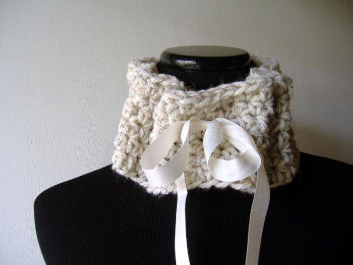 the Jane Austen scarflette in cream.