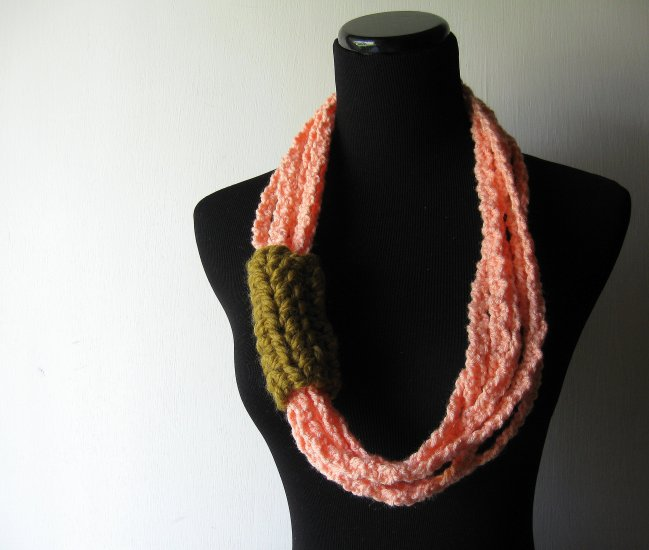 neck loops in peach and snapdragon.