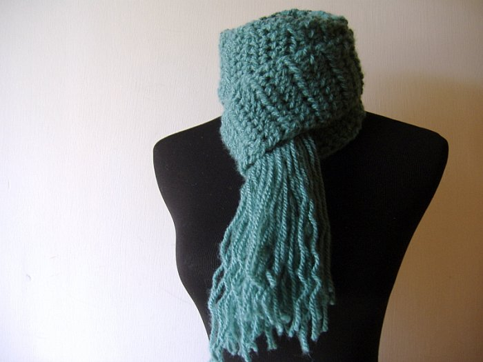 the weekend scarf in teal green.