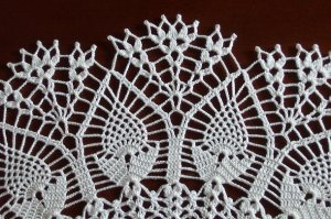 """20"""" Pineapples in Bloom doily ** Custom orders only (not currently in stock)"""