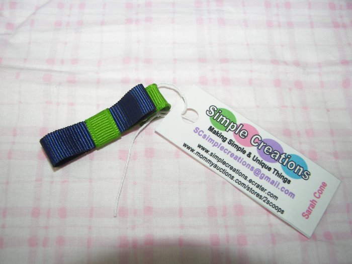 B73- Green and Navy Blue Simple Clip