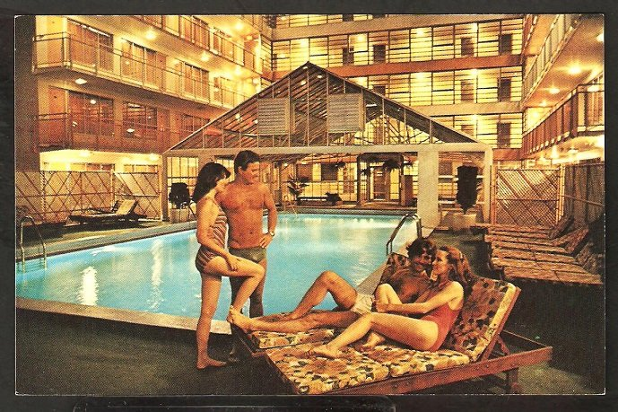 TRAVEL INN MOTOR HOTEL NEW YORK CITY 2 YOUNG COUPLES POOLSIDE 877