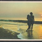2 Lovers Strolling On the Seashore At Sunrise / Sunset Chrome Postcard 1271