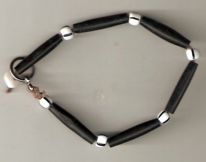 bracelet made with long black beads and short white beads