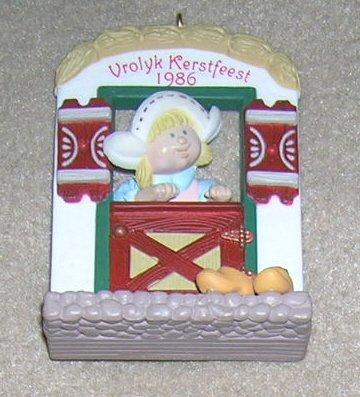 1986 Windows of the World #2 Vrolyk Kerstfeest Hallmark Ornament