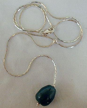 Rhodium green necklace
