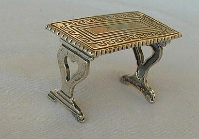 Table miniature-C