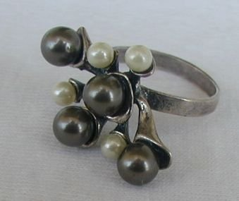 White and brown pearls ring